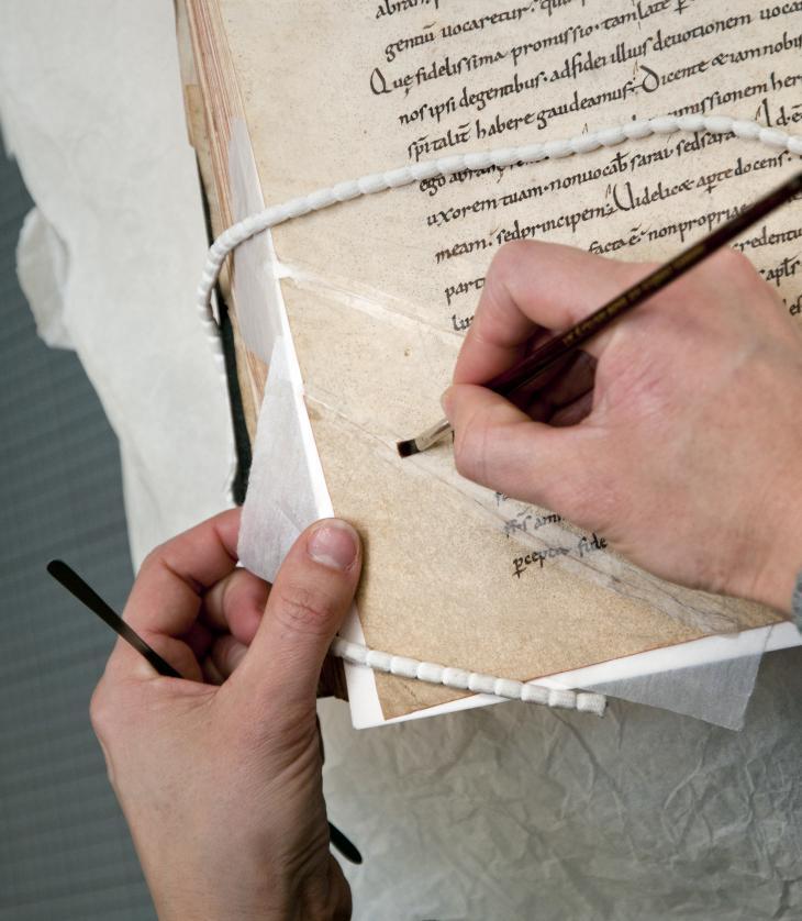 Restauration d'un manuscrit